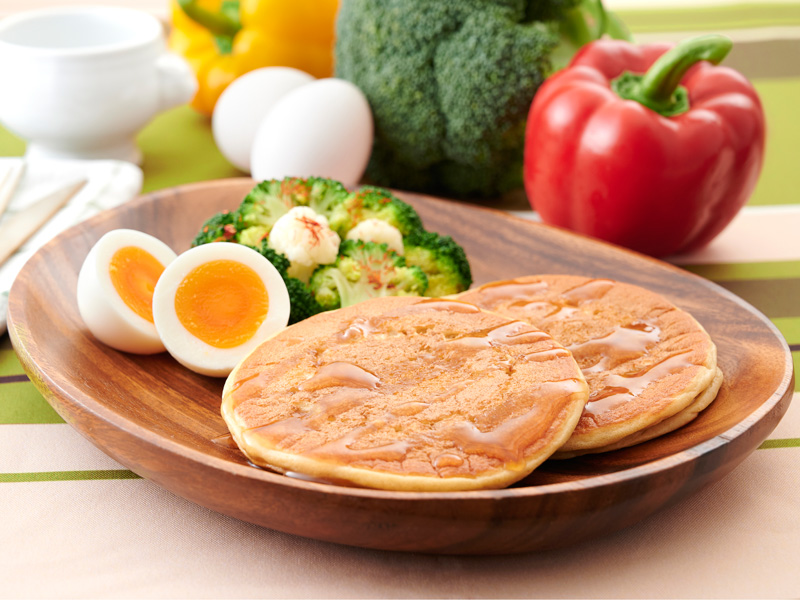 プロテインパンケーキ&ゆで卵の写真